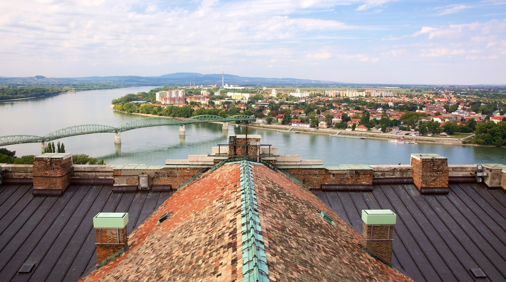Esztergom joka esittää kaupunki, joki tai puro ja näkymät