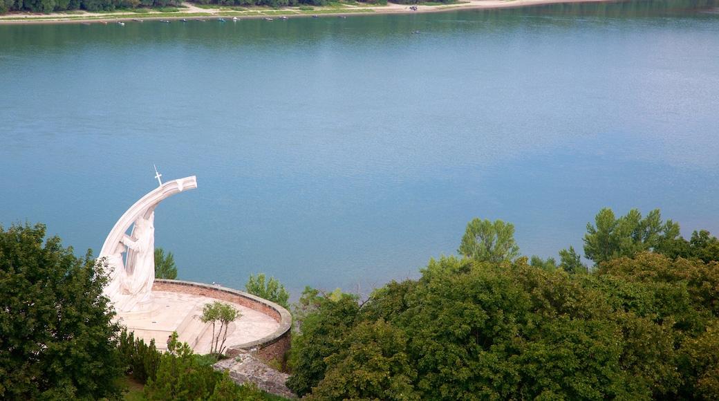 Esztergom johon kuuluu joki tai puro ja näkymät