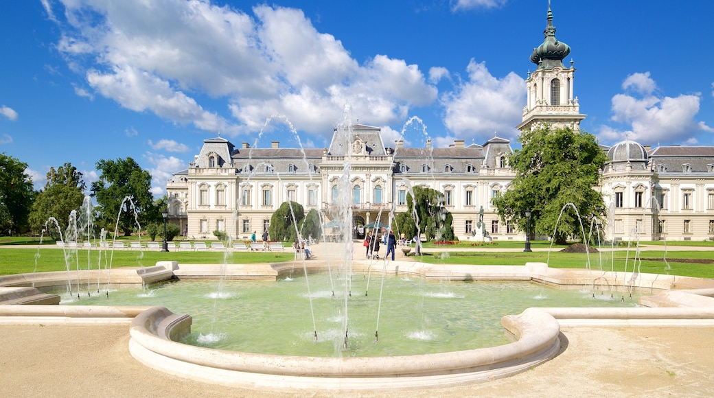 Festetics Palace bevat historische architectuur, een kasteel en een fontein