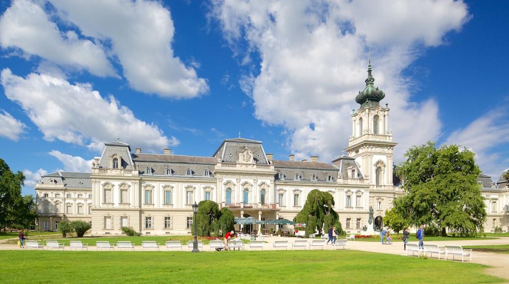 Festetics Palace bevat kasteel of paleis en historische architectuur