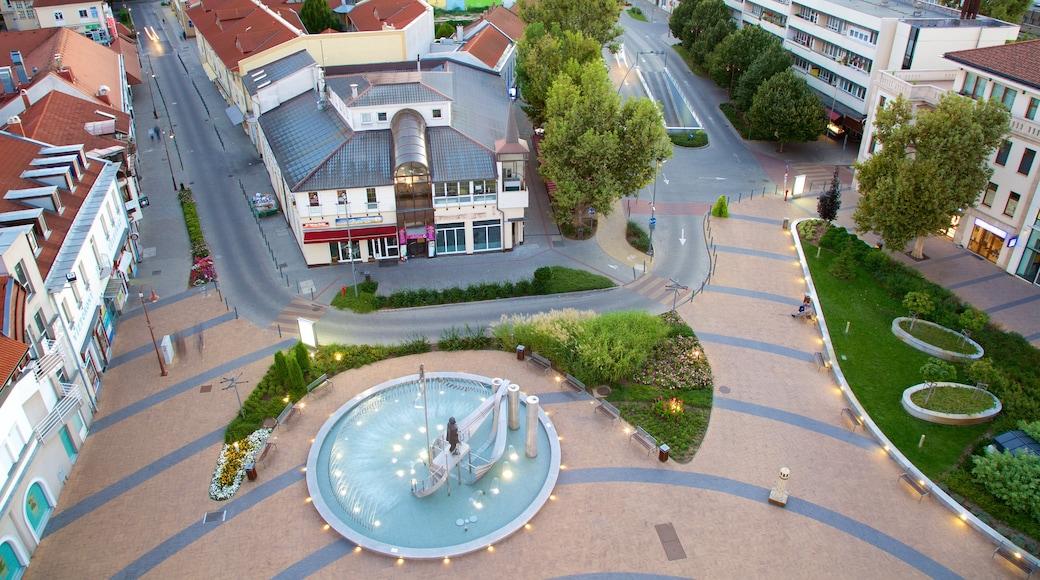 Siofok inclusief een fontein, een stad en een plein
