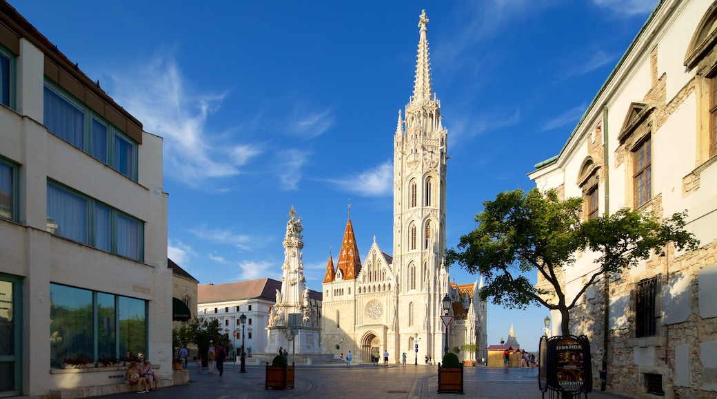 Matthias Church showing heritage architecture, a square or plaza and a church or cathedral