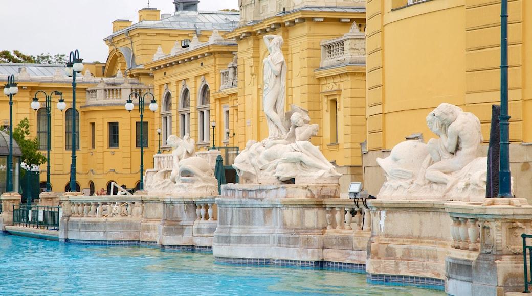 Széchenyi-Heilbad mit einem historische Architektur, Statue oder Skulptur und Pool