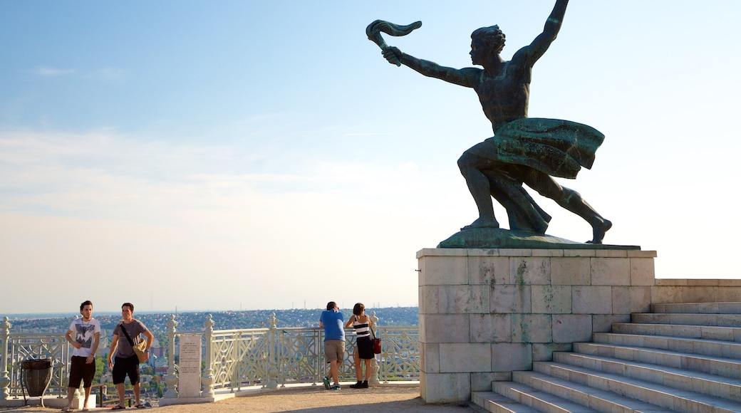 Statue de la liberté Szabadság-szobor qui includes statue ou sculpture, vues et monument