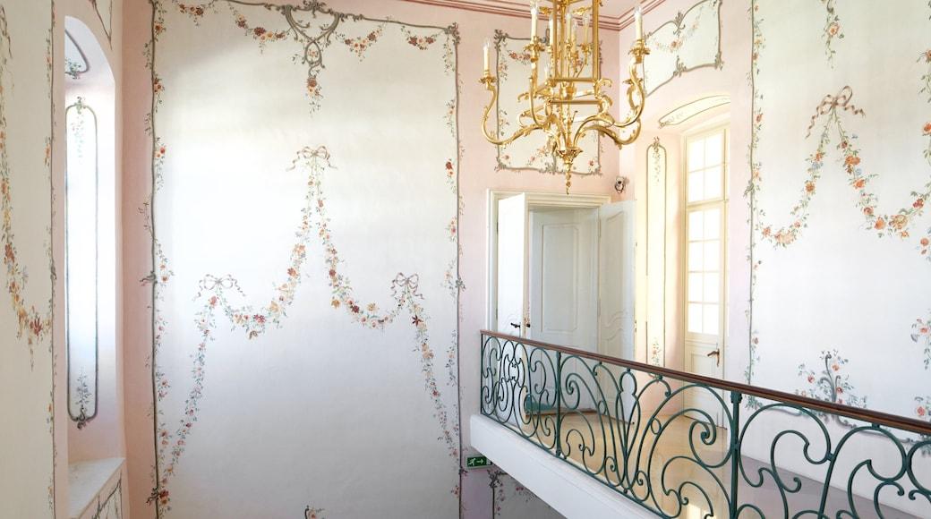 Palácio dos Esterhazy que inclui um castelo e vistas internas