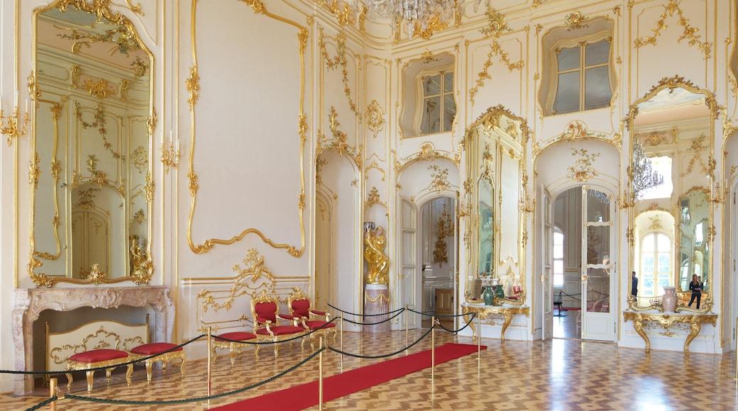 Palácio dos Esterhazy caracterizando vistas internas e um pequeno castelo ou palácio