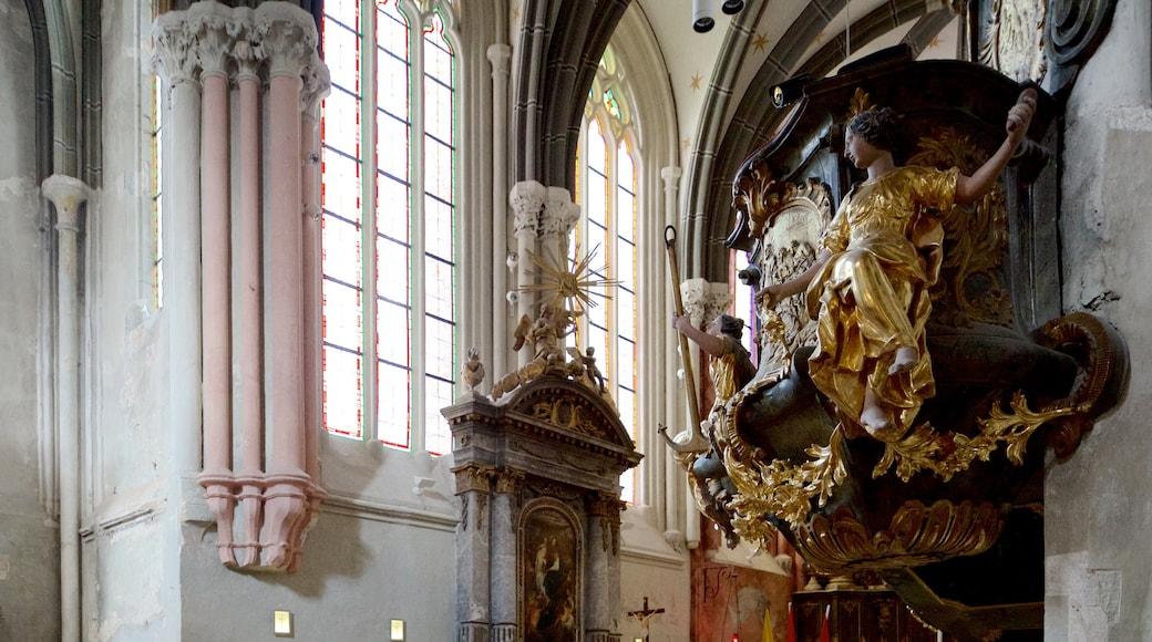 Kecsketemplom mostrando vistas internas, uma igreja ou catedral e elementos religiosos