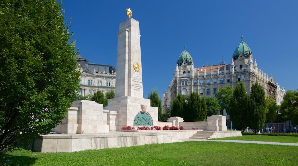 Budapest johon kuuluu vanha arkkitehtuuri, linna tai palatsi ja puutarha