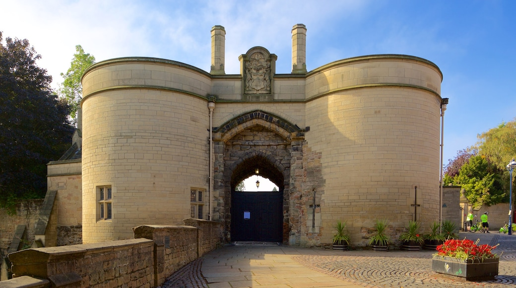 Nottingham Castle showing château or palace and heritage elements