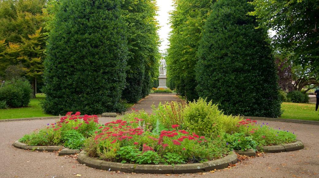 Grosvenor Park das einen Park und Blumen