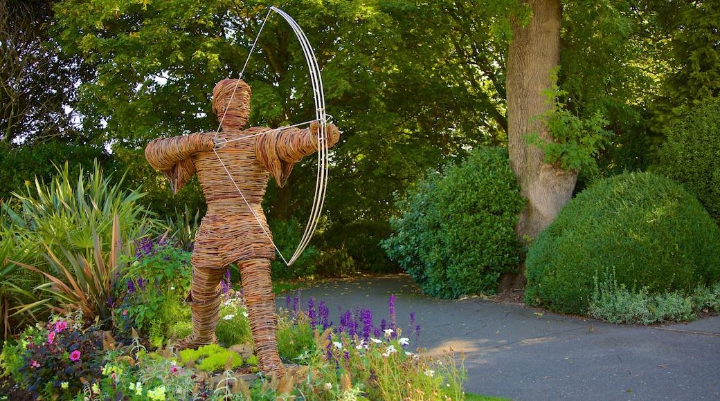 Nottingham Castle showing a statue or sculpture and a park