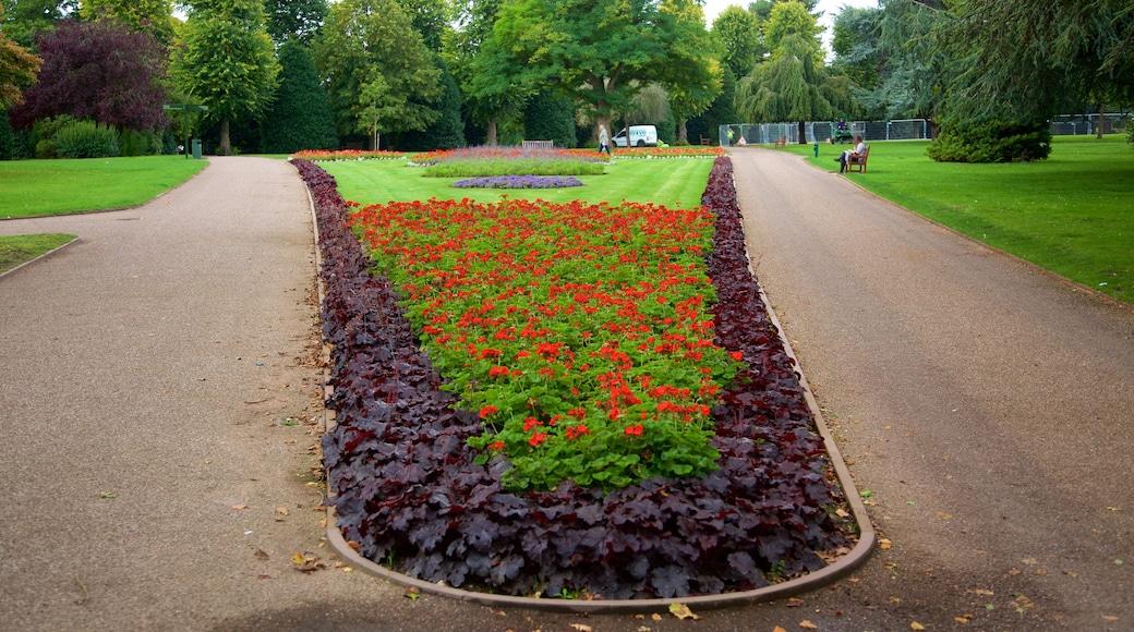 Grosvenor Park mit einem Garten und Blumen