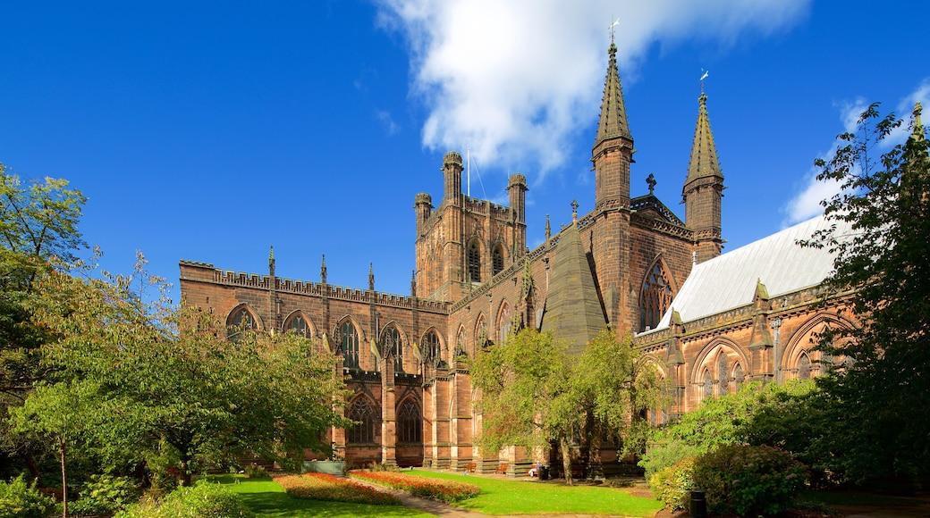 Chester Cathedral mit einem Garten, Kirche oder Kathedrale und historische Architektur
