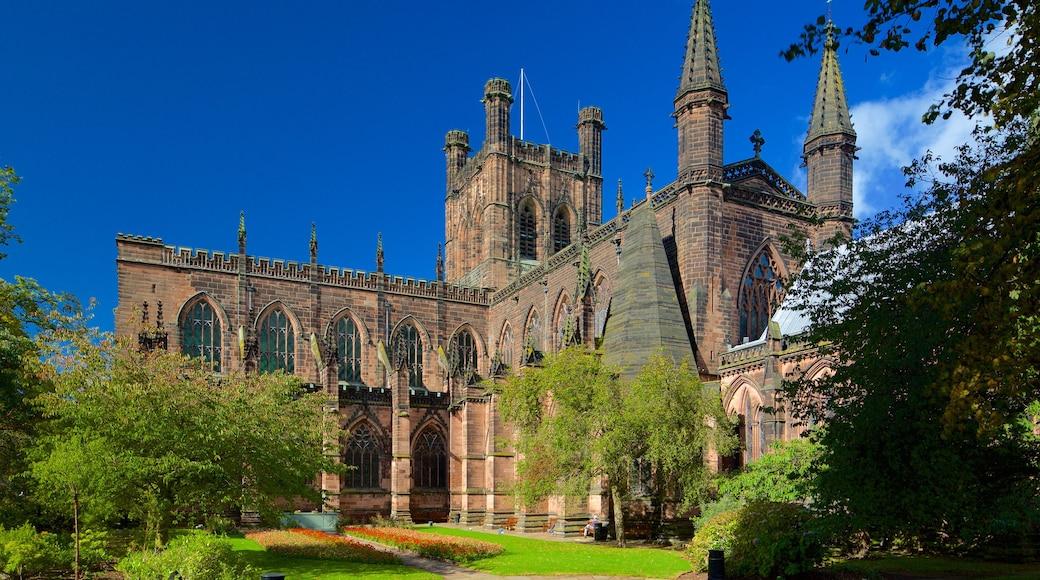 Chester Cathedral das einen Garten, Kirche oder Kathedrale und historische Architektur