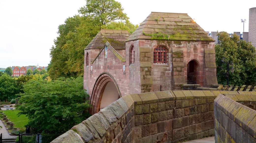 Chester City Walls mit einem Palast oder Schloss und Geschichtliches