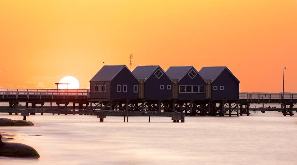 Busselton mettant en vedette coucher de soleil et vues littorales