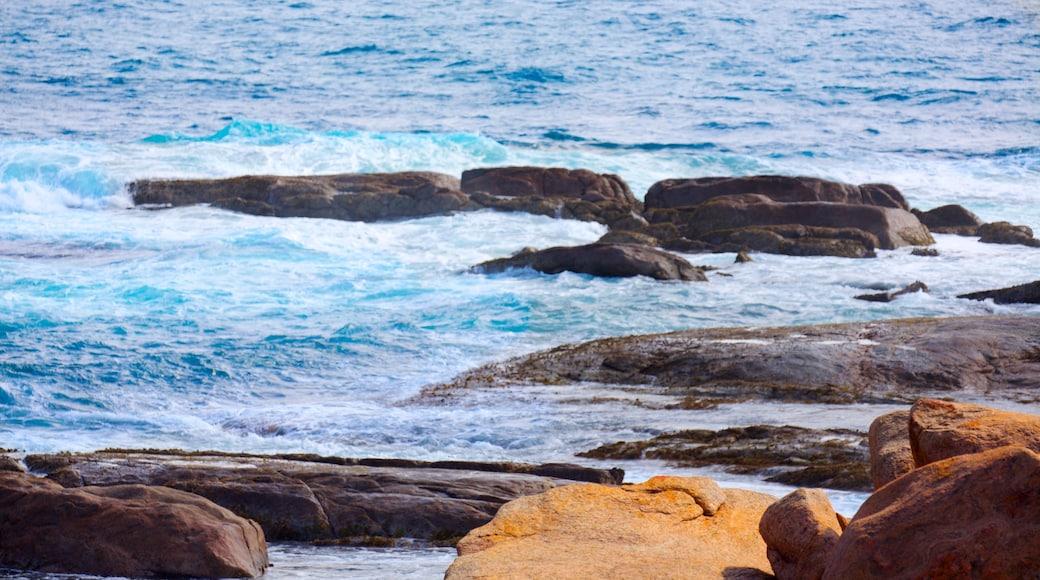 Cape Leeuwin 燈塔 设有 崎嶇的海岸線 和 海浪