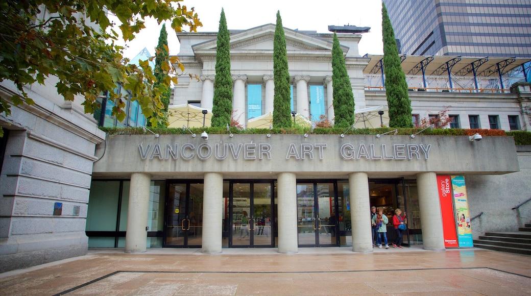 Galería de Arte de Vancouver que incluye arquitectura patrimonial y señalización