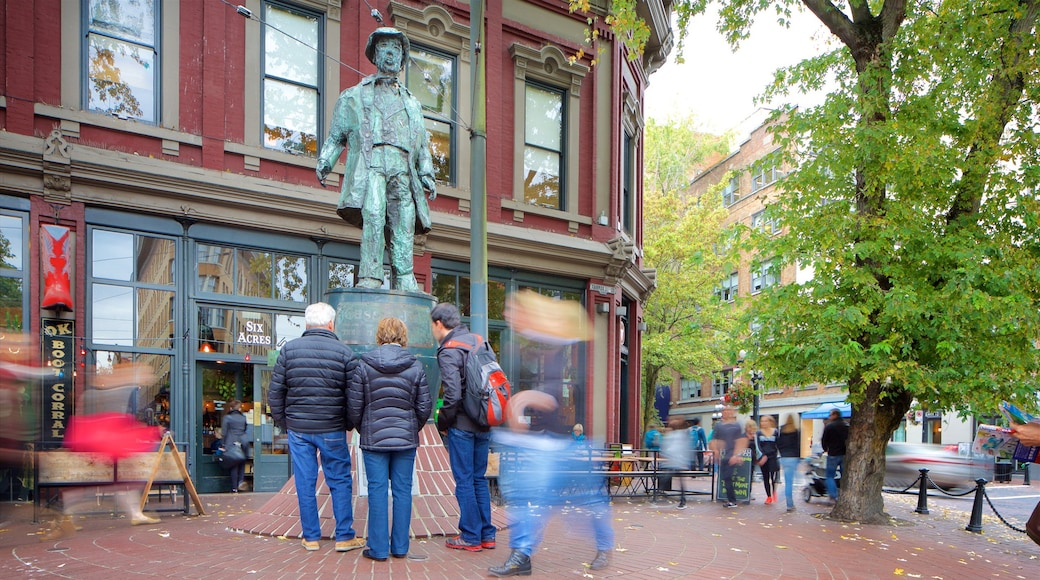 Gastown showing a statue or sculpture, heritage architecture and street scenes