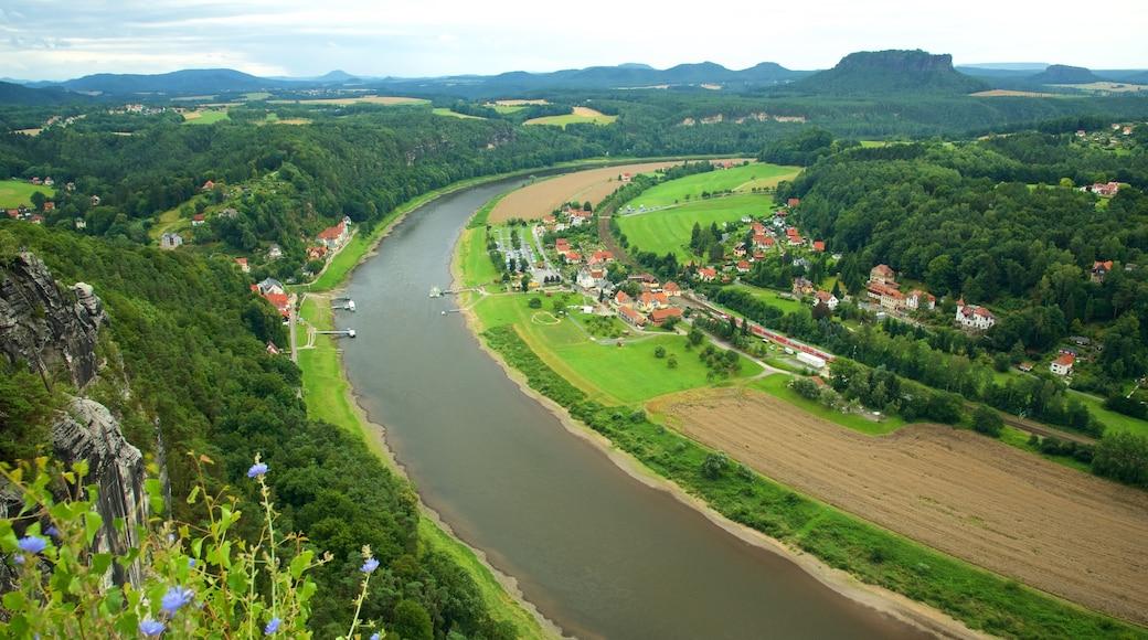 Bad Schandau das einen Farmland, Kleinstadt oder Dorf und Fluss oder Bach