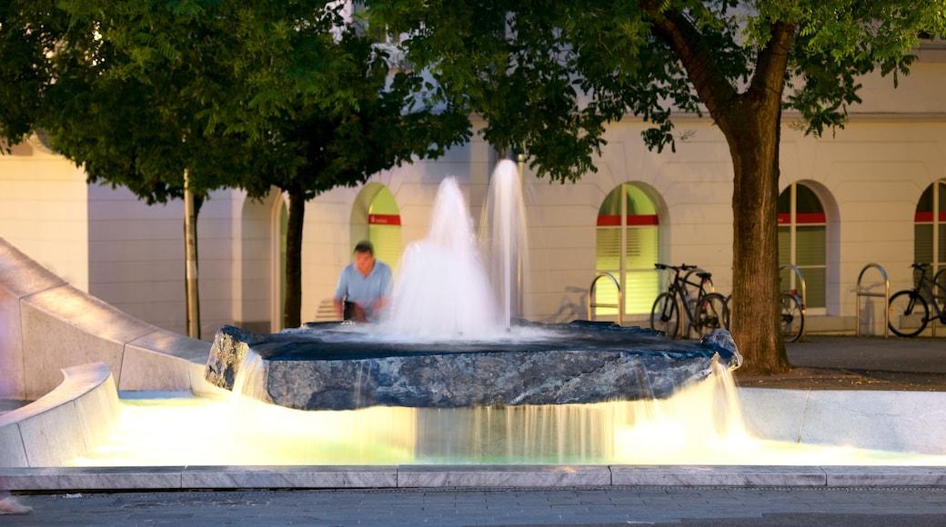 Baden-Baden mettant en vedette fontaine