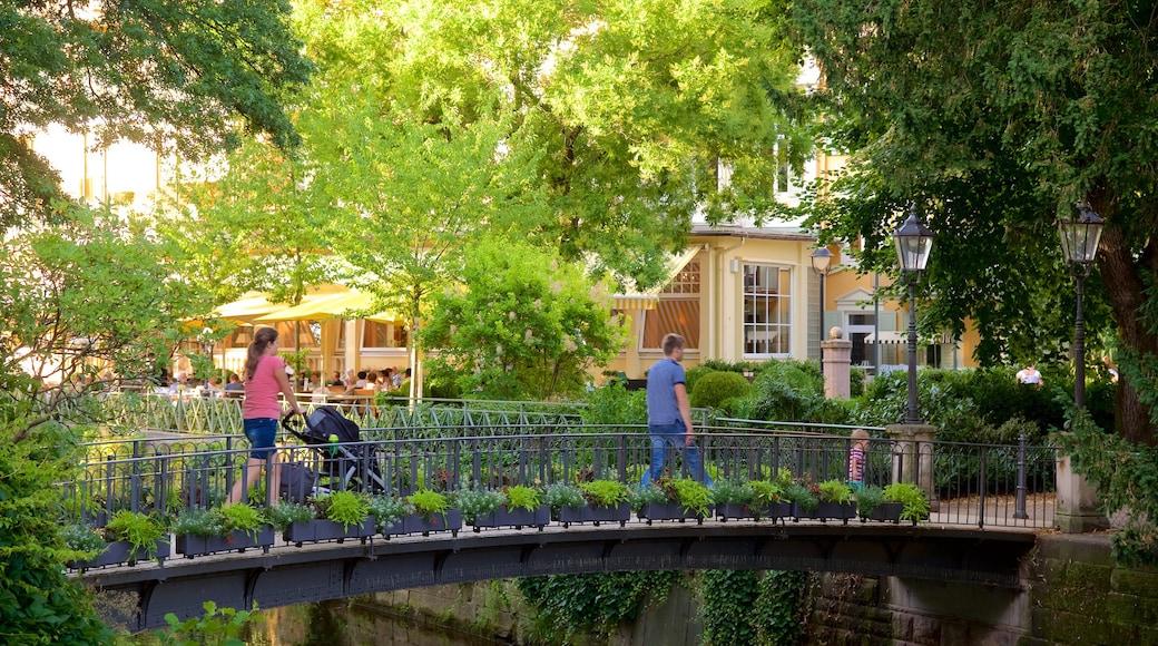 Baden-Baden qui includes pont aussi bien que famille