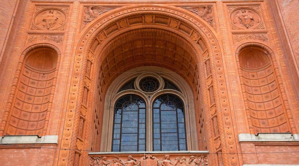 Mitte ofreciendo arquitectura patrimonial