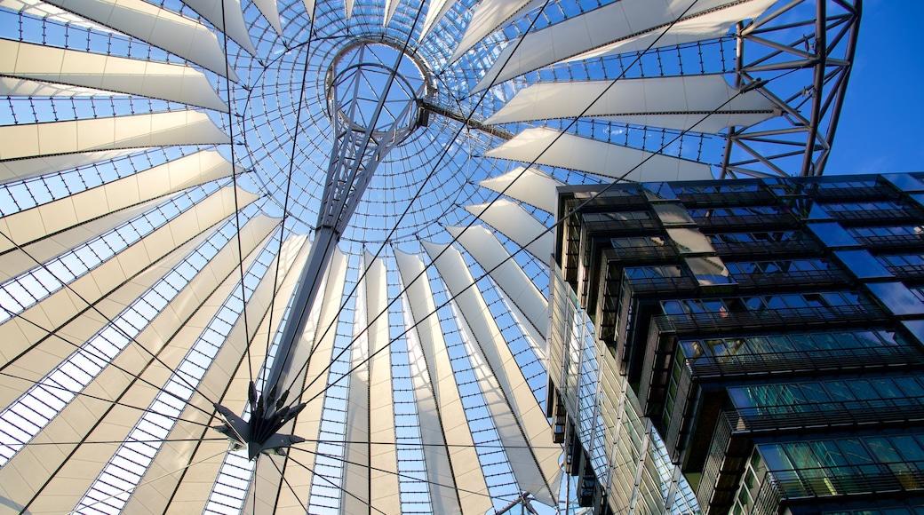 Stadscentrum bevat moderne architectuur en een stad