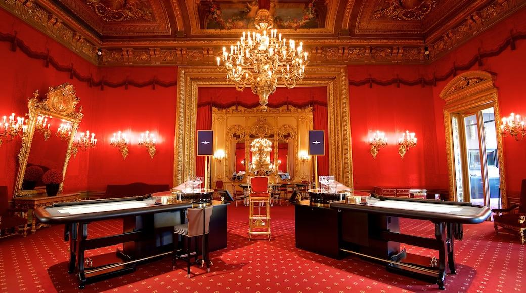 Casino de Baden-Baden montrant casino, hôtel ou complexe de luxe et vues intérieures