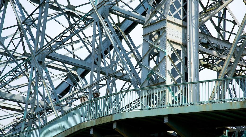 Blaues Wunder welches beinhaltet Brücke