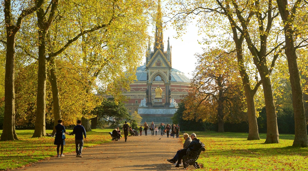 Albert Memorial which includes a garden, fall colors and heritage architecture