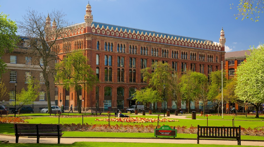 Leeds Park Square featuring heritage architecture and a park