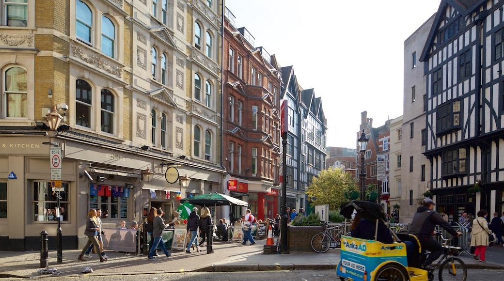 Carnaby Street que inclui arquitetura de patrimônio, uma praça ou plaza e cenas de rua
