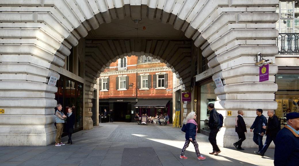 Regent Street som inkluderar historisk arkitektur och gatuliv