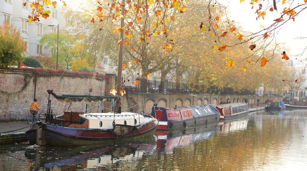 Little Venice som inkluderar en å eller flod, en park och höstfärger