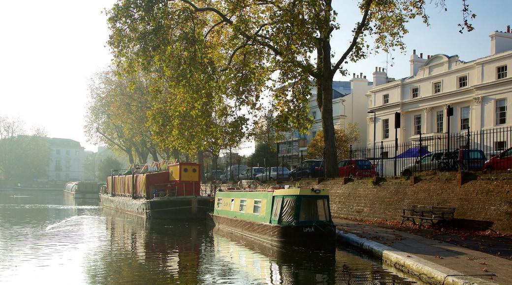 Little Venice presenterar båtkörning, en å eller flod och historisk arkitektur