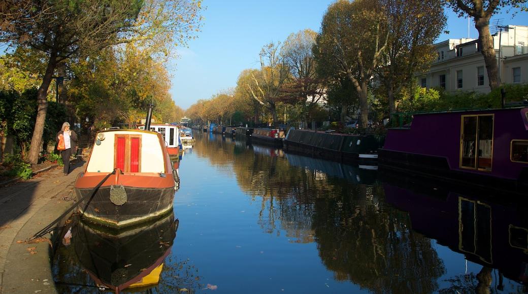 Little Venice som inkluderar en å eller flod, höstfärger och båtkörning