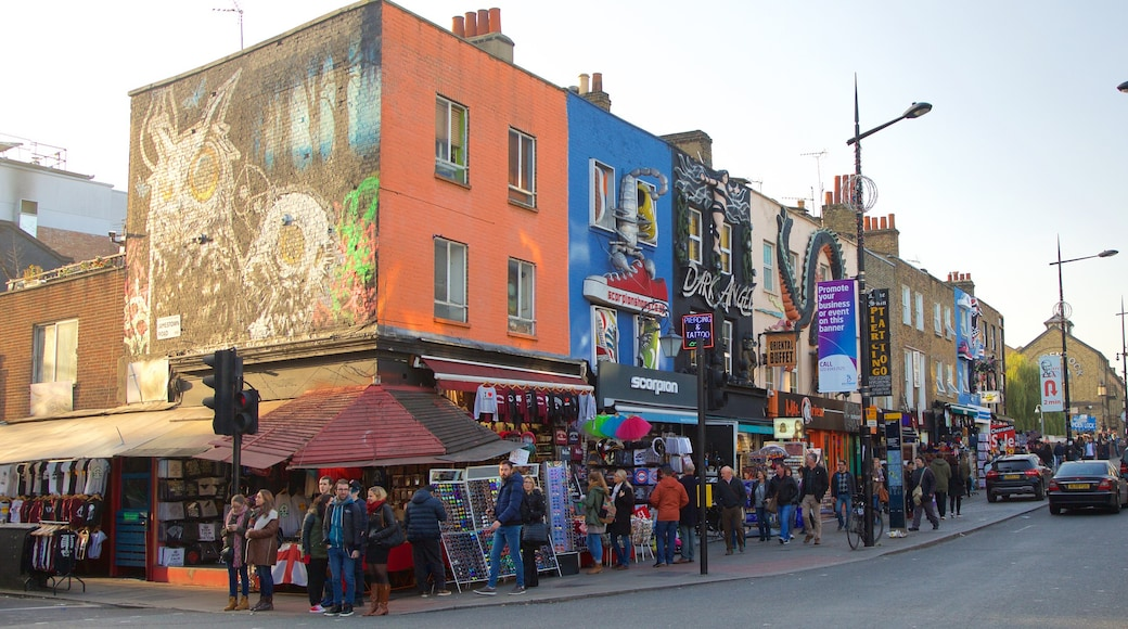 Camden High Street showing street scenes, shopping and signage