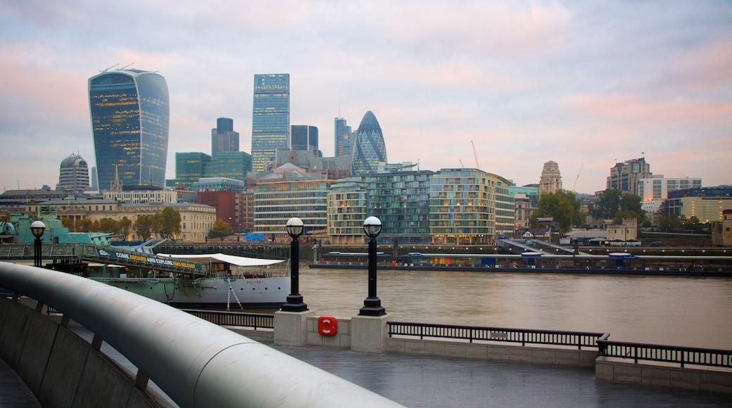 The City of London inclusief centraal zakendistrict, historische architectuur en een stad
