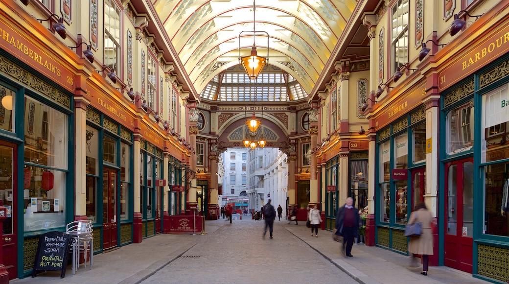 Leadenhall Market caracterizando mercados, compras e vistas internas