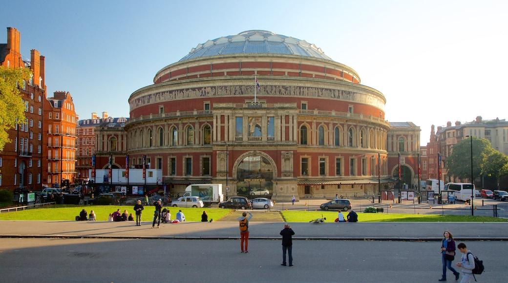 Royal Albert Hall welches beinhaltet historische Architektur, Straßenszenen und Theater