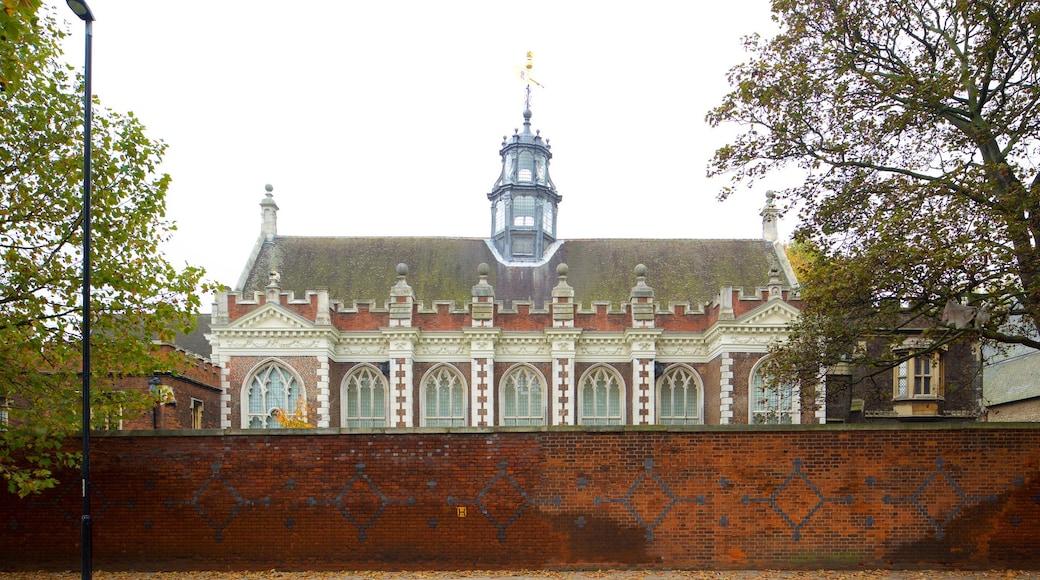 Lambeth Palace som inkluderer historisk arkitektur og slott