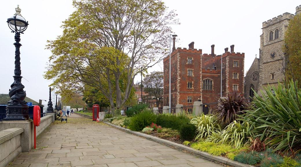 Lambeth Palace som inkluderer palass, park og historisk arkitektur