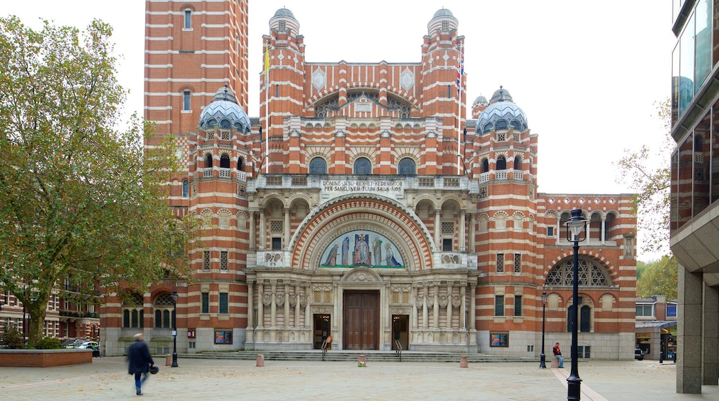 Westminster Cathedral showing heritage architecture, a church or cathedral and a square or plaza