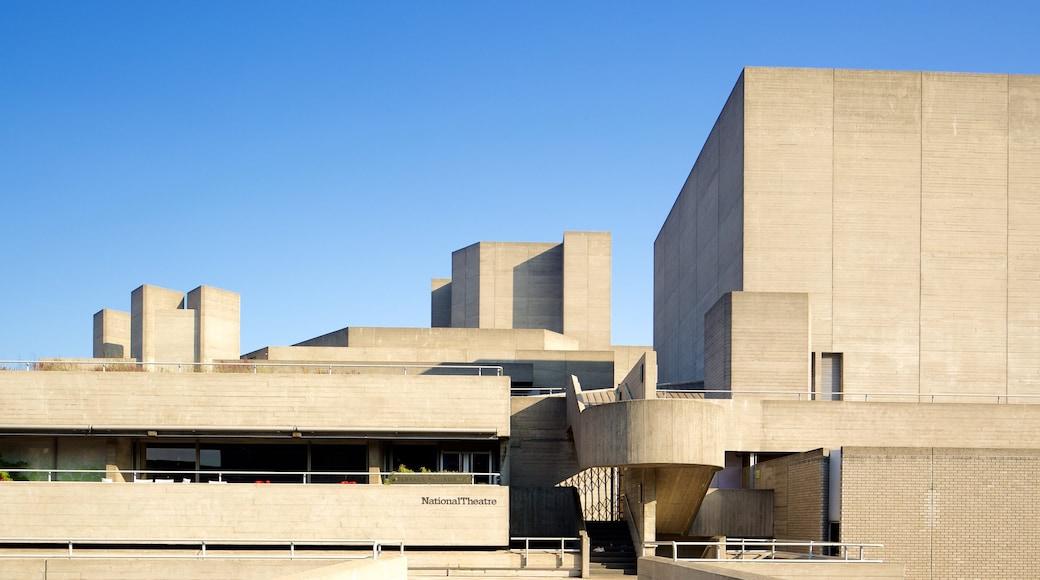 Royal National Theatre que inclui arquitetura moderna e cenas de teatro