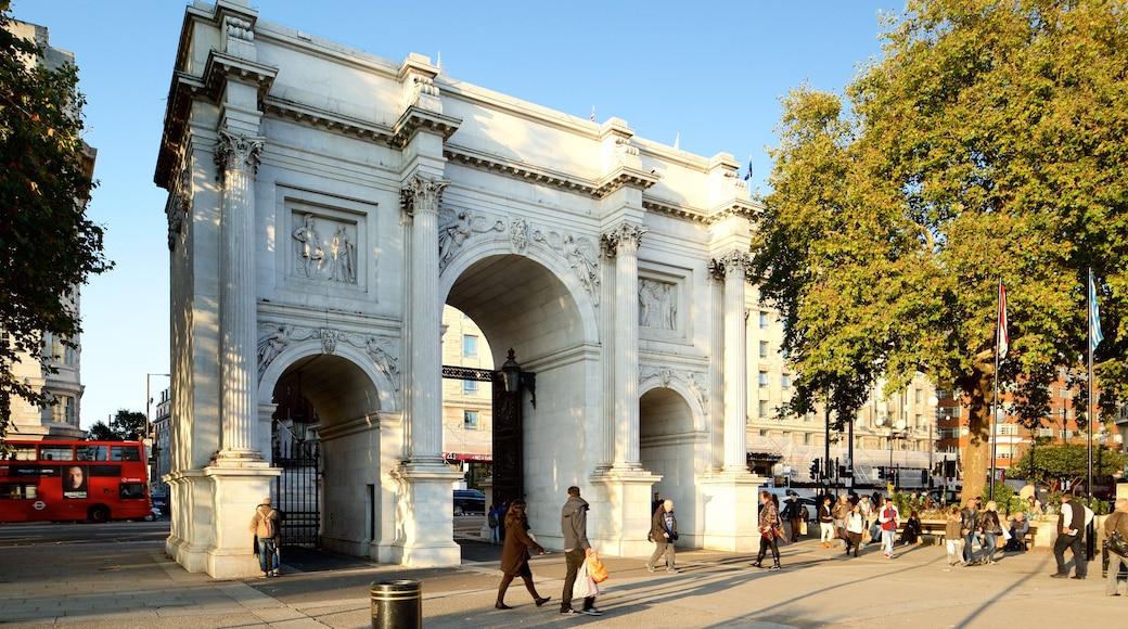 Marble Arch presenterar historisk arkitektur, ett monument och ett torg