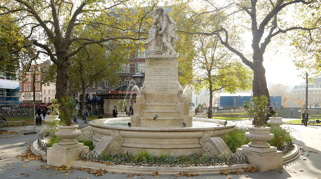 Leicester Square showing a fountain and a park