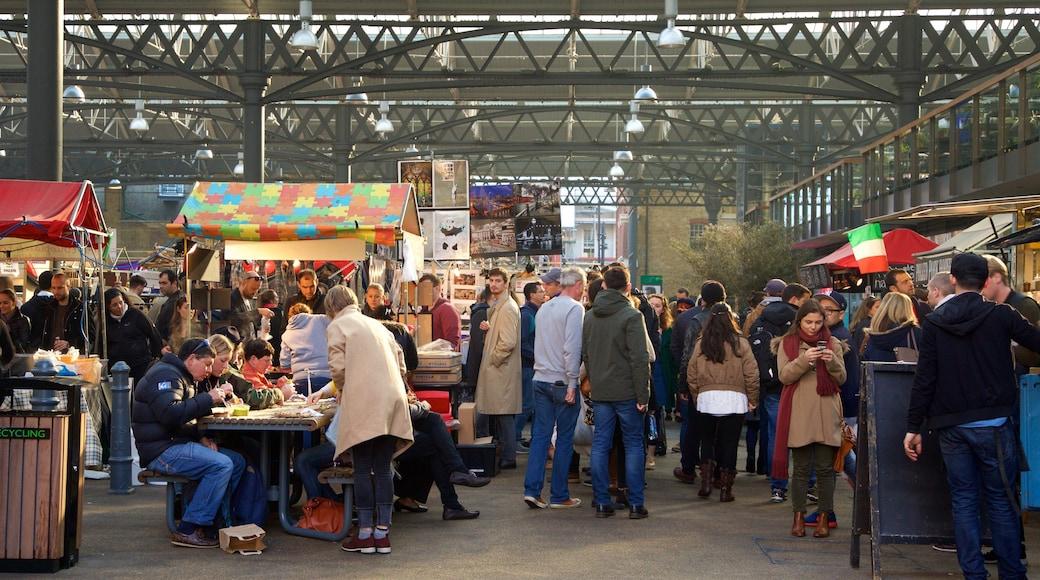 Old Spitalfields Market som inkluderar shopping och marknader såväl som en stor grupp av människor