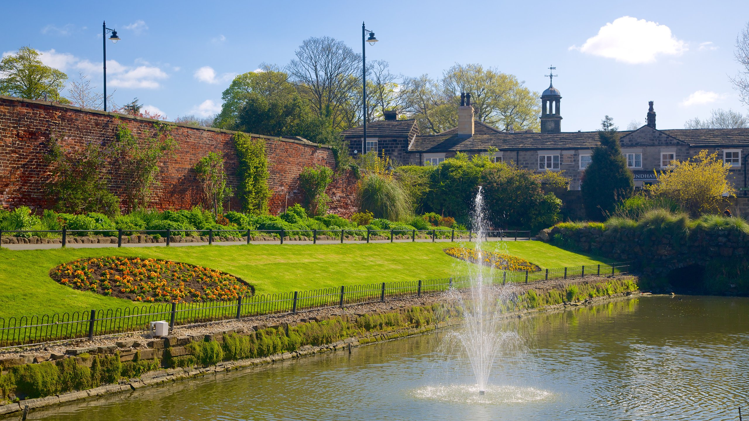 One of the largest city parks in Europe has a huge expanse of parkland, woods, lakes, gardens and lush tropical glasshouses to explore and enjoy.