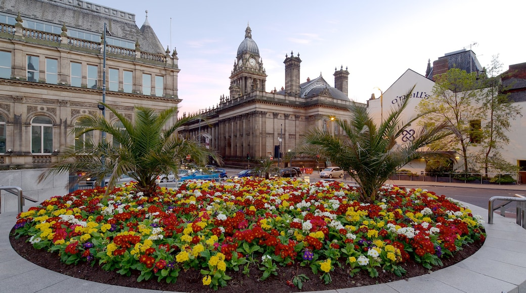 Leeds Town Hall showing flowers, a city and an administrative building